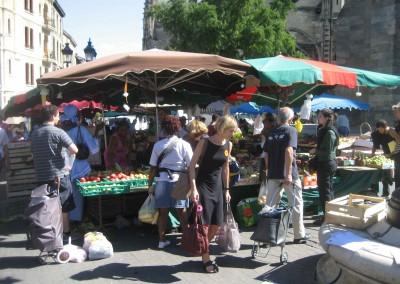 A Bordeaux street market